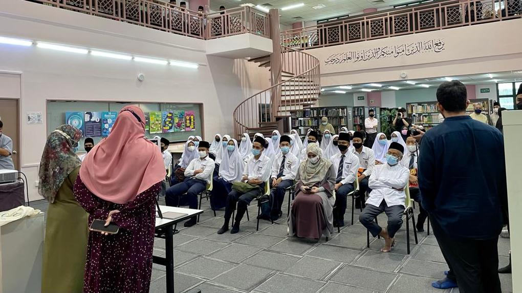 100% kohort IBDP pertama Madrasah Aljunied lulus dengan cemerlang